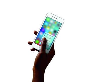 iPhone6s-Hand-SafariQuickAction-PR-PRINT-p19uqkde5e1pqh1u3n1kpi1ti41qdv