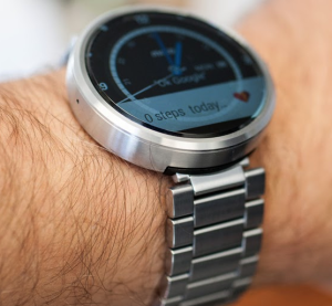 apple-watch-vs-moto-360-which-smartwatch-is-better-2