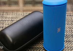 jbl-flip-ii-speaker-vs-bose-soundlink-mini-speaker-3