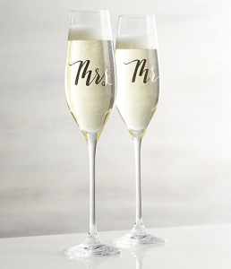 champagne-glasses-engagement-gift