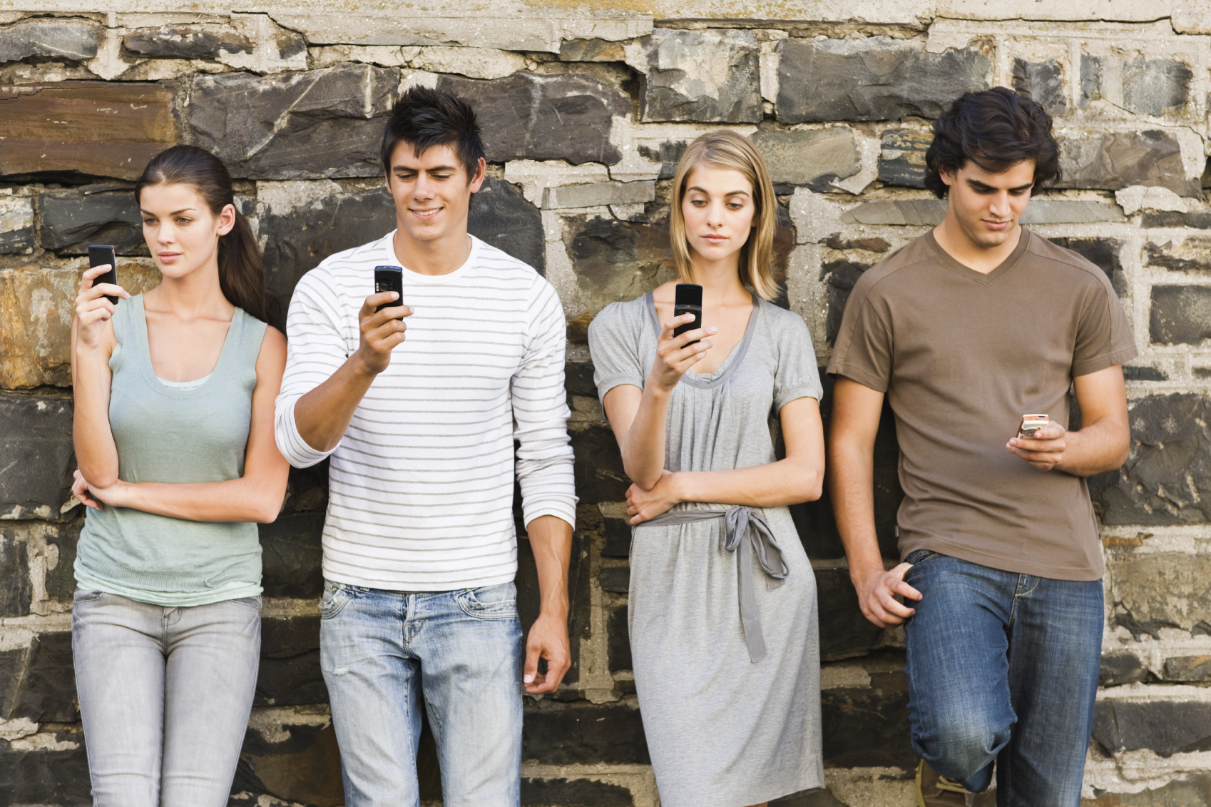 10 Texting Games To Play With Your Friends