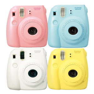 top-10-girlfriend-gifts-instant-camera