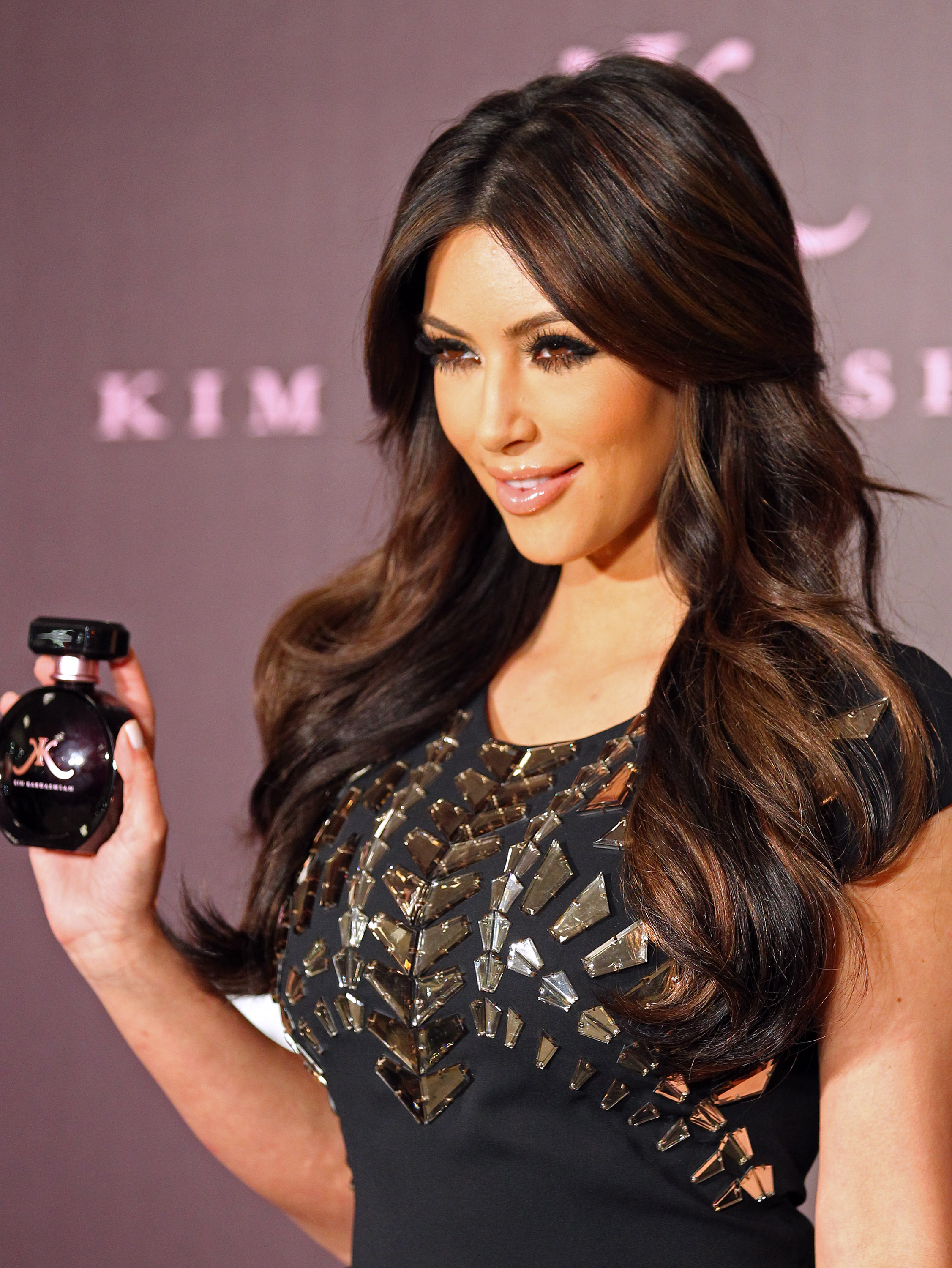 Kim Kardashian launches her new perfume at Macy's in Glendale, California. Pictured: Kim Kardashian Ref: SPL251220 230211 Picture by: Splash News Splash News and Pictures Los Angeles:310-821-2666 New York: 212-619-2666 London: 870-934-2666 photodesk@splashnews.com
