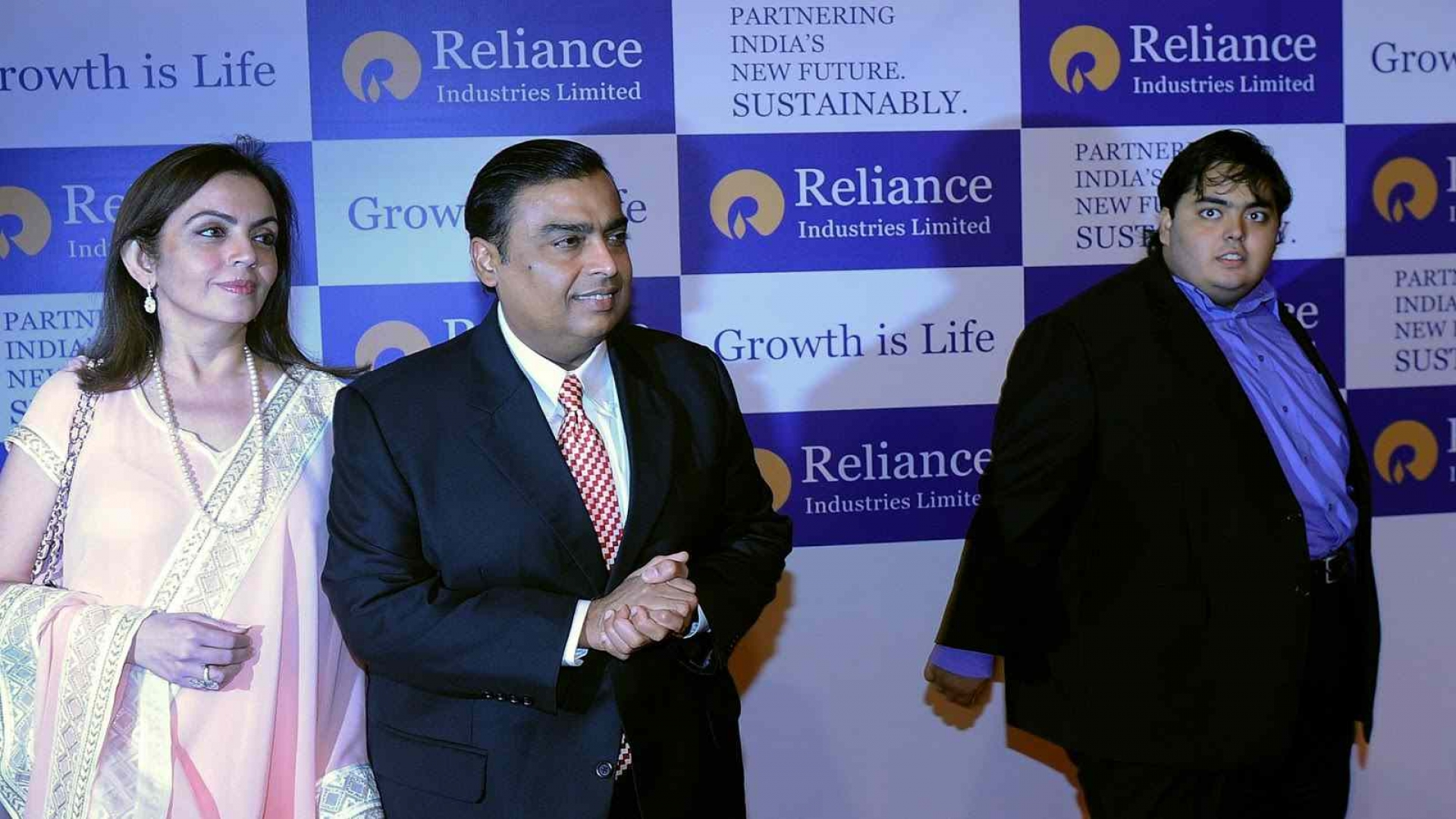 objective of reliance company of ambani Mukesh ambani: mukesh ambani, yemeni-born indian business mogul who is the chairman and managing director of the indian conglomerate reliance industries limited (ril), the foremost company of the indian energy and materials conglomerate reliance group.