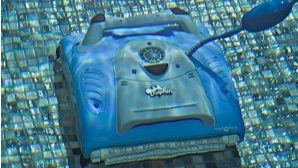 Dolphin M200 in water
