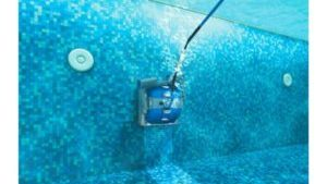 Dolphin M400 in water
