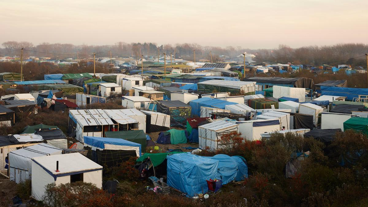 Shutdown of 'Jungle' migrant camp underway in France, thousands remain inside