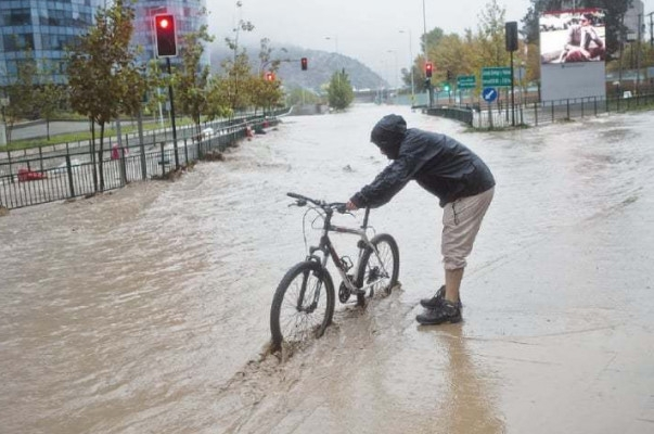 Floods cause landslides, water cuts in Chile
