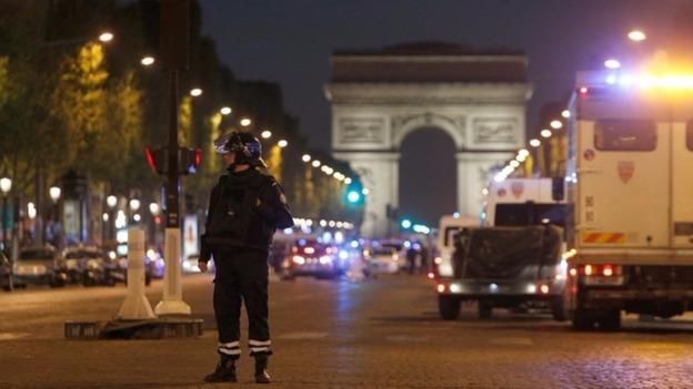 Paris attack: Manhunt for second gunman