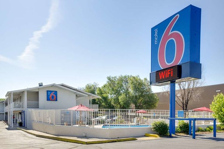 Motel 6 Faces Boycott Over ICE Cooperation
